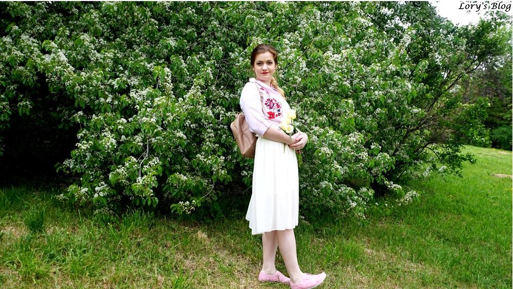 Cum poţi purta fusta plisată într-o ţinută lejeră?