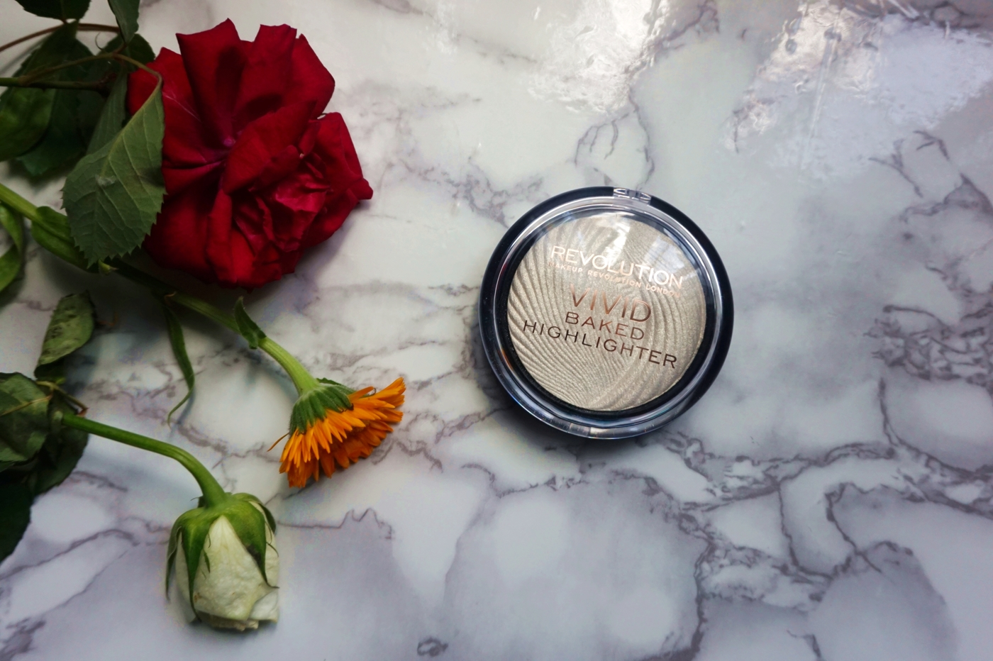Vivid Baked highlighter Makeup Revolution